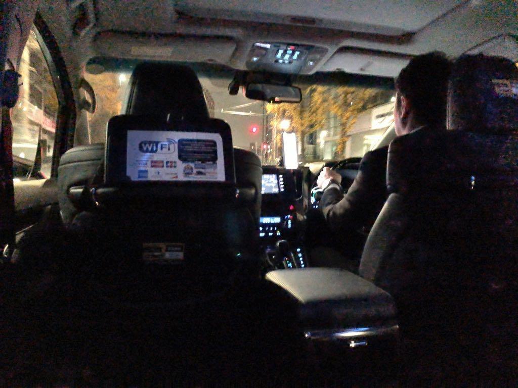 Uberの使い方 ウーバーの使い方 ハイヤー車内